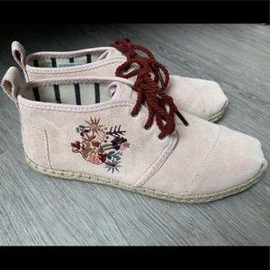 Toms Blush Suede Floral Bota Boots Sz 8.5